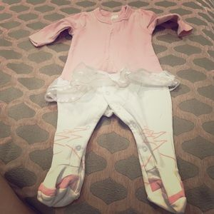 Baby clothes new born to 3 to 6 months